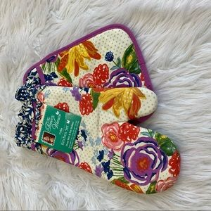 The pioneer woman oven mitt and pot holder
